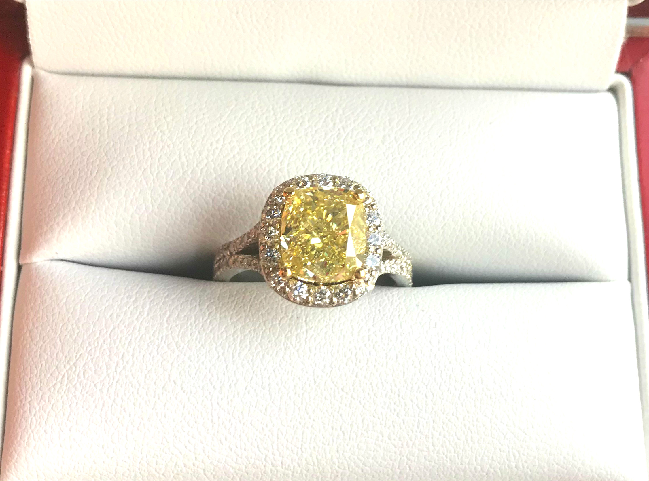 white featuring with internally collections graff yellow carat high a ct fancy and cut flawless intense diamond trilliant ring emerald jewellery