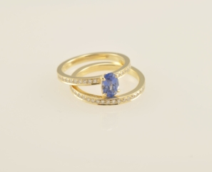 1.01CT OVO SHAPE VS1 BLUE COLOR SAPPHIRE RING 18K YELLOW GOLD BAND – SOLD